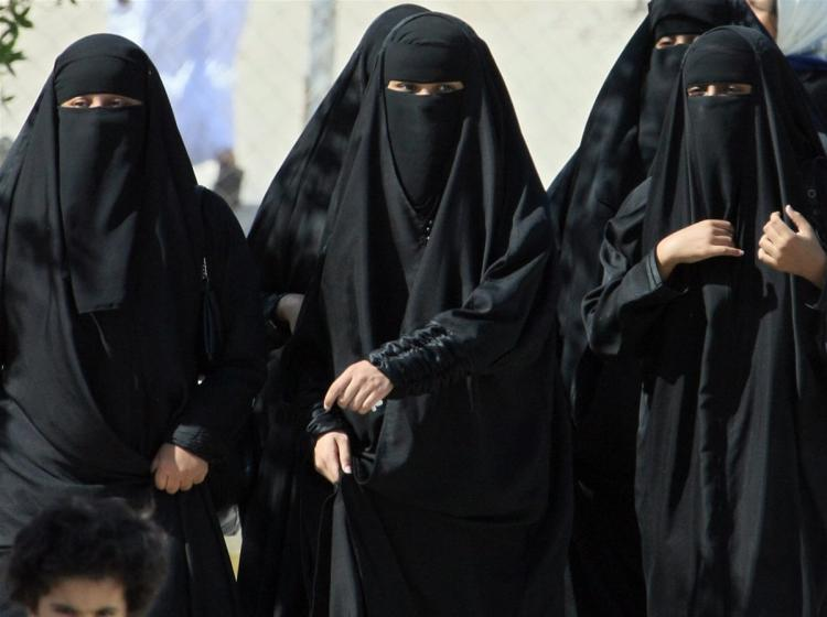 Saudi women get right to vote for men