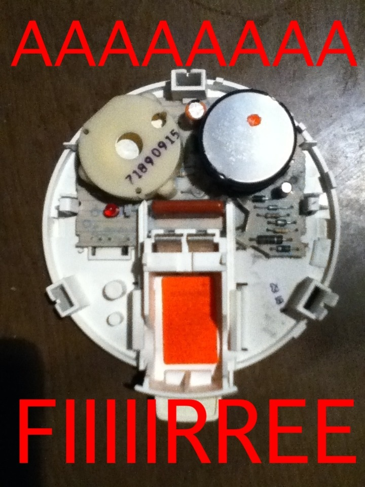 Whats News >> What's inside a smoke detector? The Poke