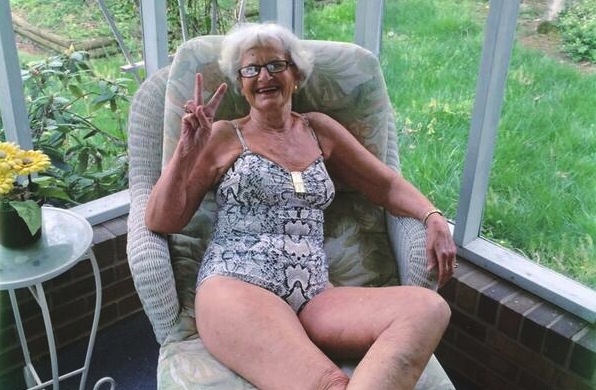 фото голожопая тетка