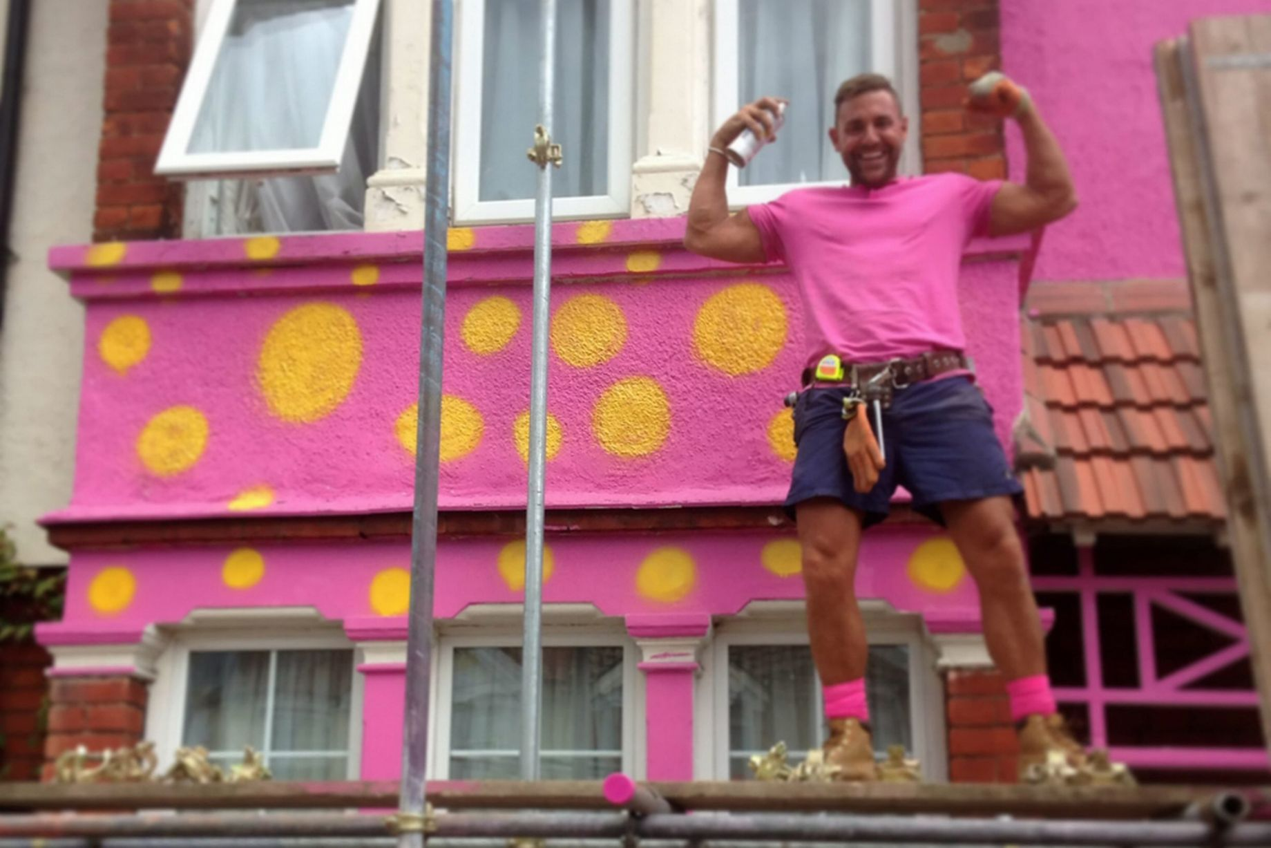 Man Paints Friend S House In Mr Blobby Colours The Poke