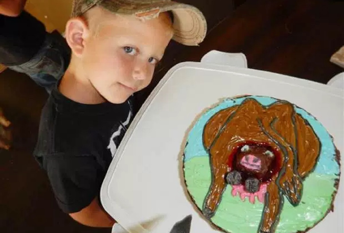 Remarkable A Farm Obsessed 4 Year Old Got The Weird Birthday Cake Of His Funny Birthday Cards Online Alyptdamsfinfo