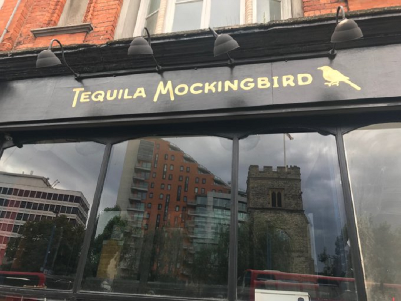 These 21 literary-themed pub name puns should be available on Gindle